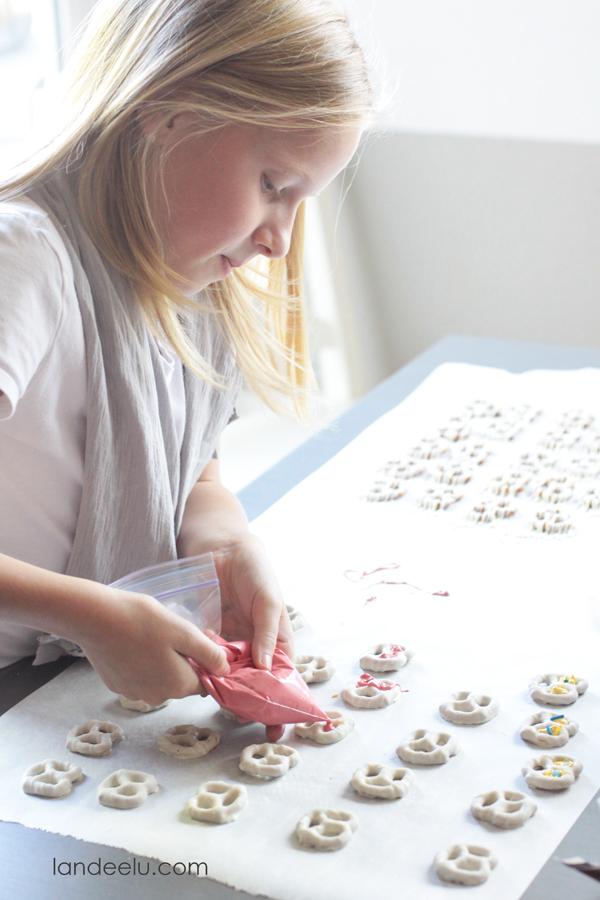 Kids Food Craft Idea: Monster Pretzel Treats | landeelu.com