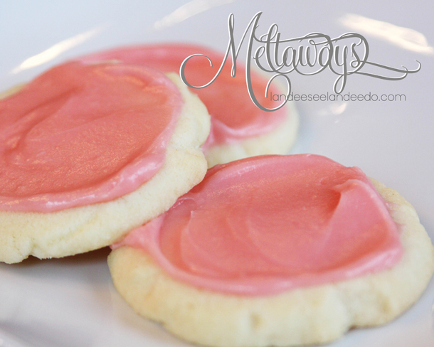 Meltaways Cookie Recipe | landeelu.com So light and delicate and only needs 5 ingredients! No eggs!