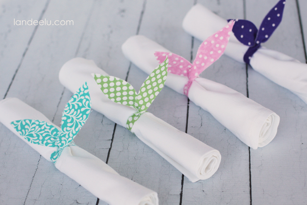 DIY Bunny Ears Napkin Rings | landeelu.com  Easy fabric bunny ear napkin rings to add a cute Easter touch to your table!