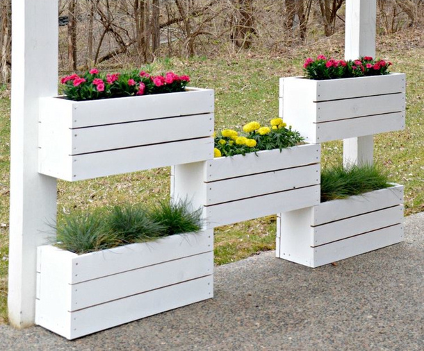 DECOR and the DOG vertical planters tutorial with plans roundup for landeelu dot com