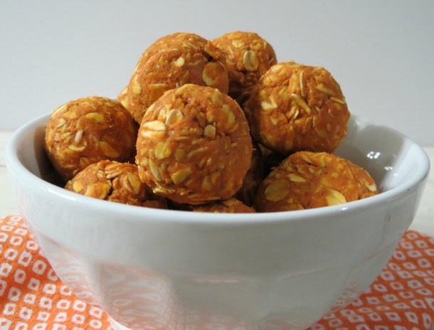 Peanut-Butter-Pumpkin-Dog-Balls-by peanut butter and peppers for landeelu dot com roundup