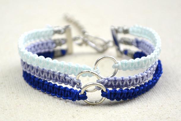 DIY-Friendship-Bracelet-Tutorial---How-to-Braid-Triple-Paracord-Bracelets6