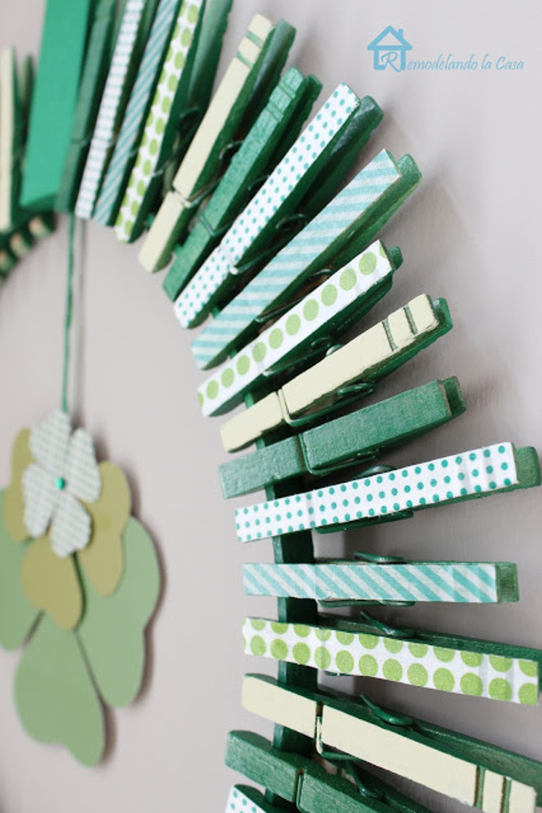Saint Patricks day wreath Clothespins Remodelandolacasa