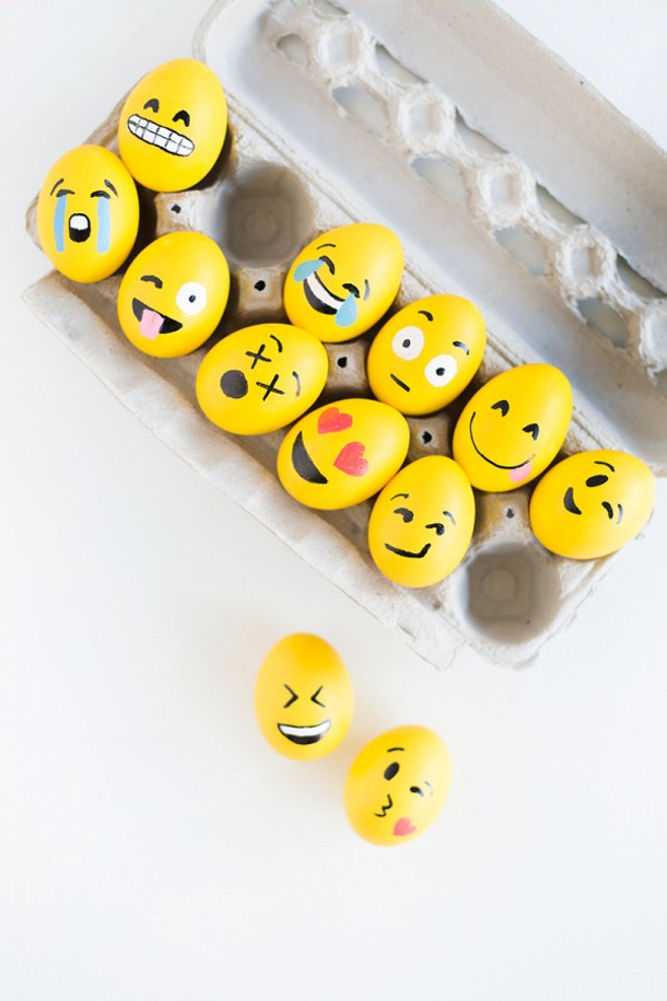 DIY-Emoji-Easter-Eggs via Studio DIY