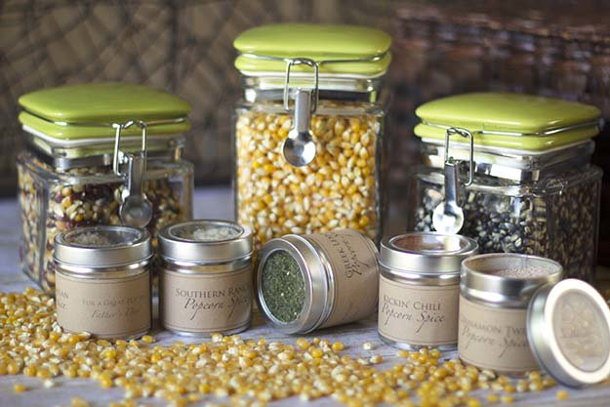DIY Fathers Day Gift Ideas - Rustic Popcorn Sampler Kit complete with homemade spice blends and assorted popcorn kernels - Tutorial via diy ready