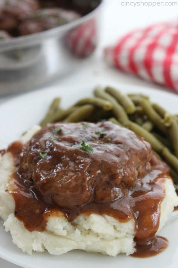 Beef Recipes - Simple Salisbury Steak Recipe via Cincy Shopper