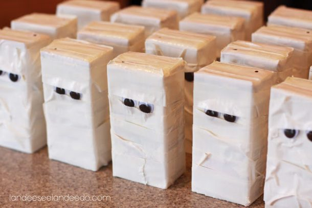 Non-Candy Halloween Treats and Favors Ideas and Recipes - Mummy Juice Boxes via Landeelu