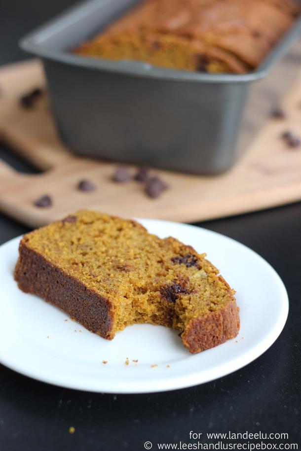 pumpkin-chocolate-chip-bread-13-landeelu