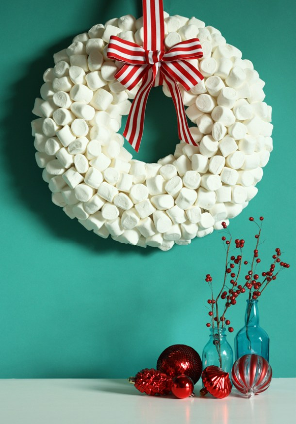 Holiday DIY: Marshmallow Wreath Tutorial | The Sweet Escape