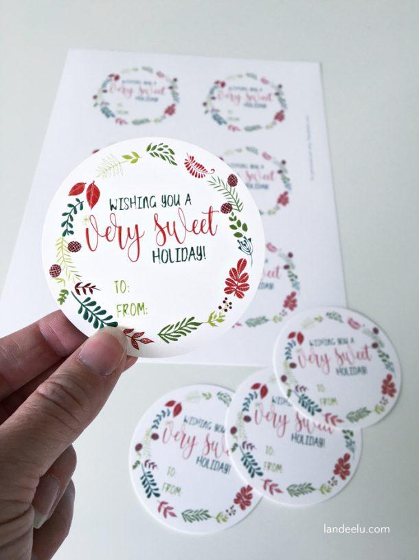 Sweet Holiday Free Printable Christmas Gift Tags | Landeelu - Love these free printable Christmas tags!