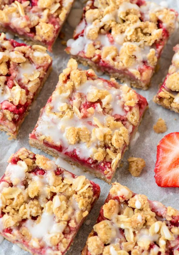 100 Calorie Buttery Strawberry Oatmeal Breakfast Bars Recipe via Well Plated by Erin