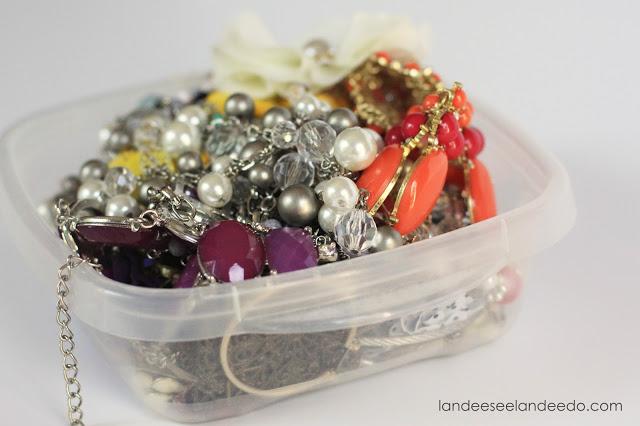 DIY Jewelry Organizer | landeelu.com