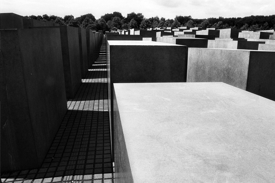 ... The Vietnam Veterans Memorial Wall Location: Washington, DC, USA  Architect: Maya Lin Photographs: 1. Carol M. Highsmith 2,3.