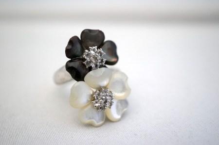 白蝶貝と黒蝶貝のリング