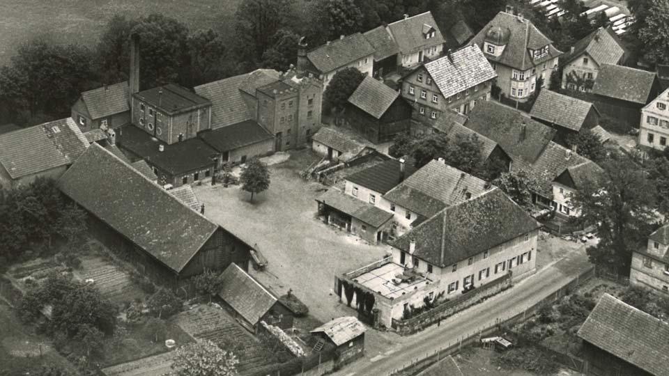 Ein altes Bild des Hotels in schwarz weiss