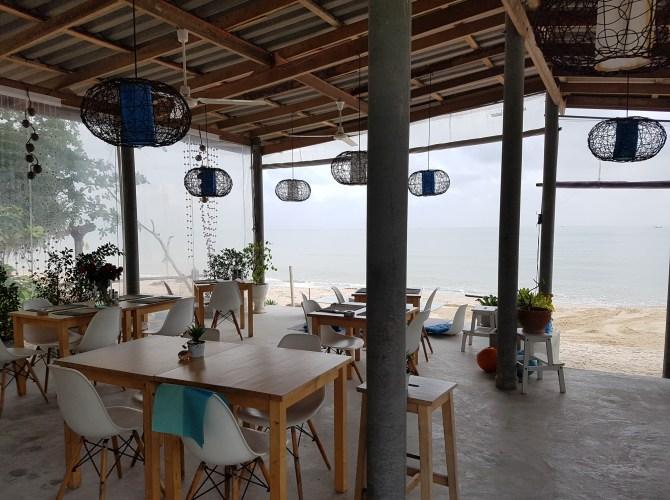Auch am Abend kann man hier französisch-thailändisch essen