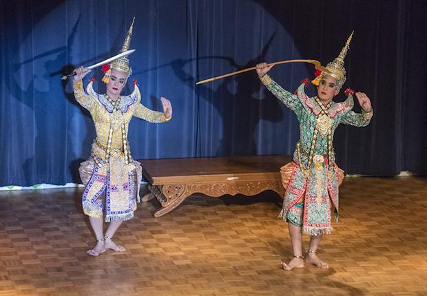 Two women dancing the Phra Lak Phra Ram