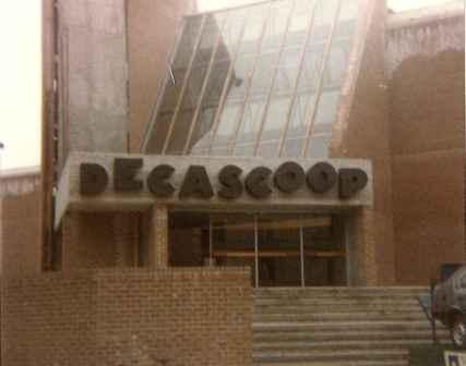 Decascoop, ingang