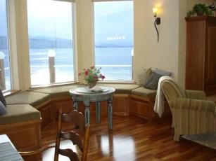 711 Bay window