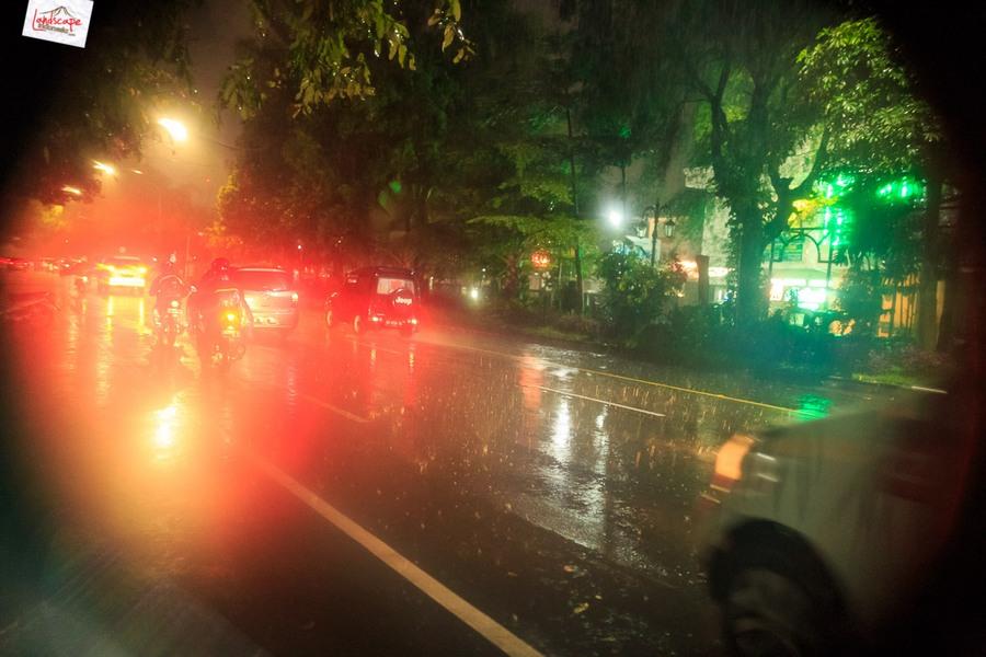 Memotret Suasana Hujan di Malam Hari - Landscape Indonesia