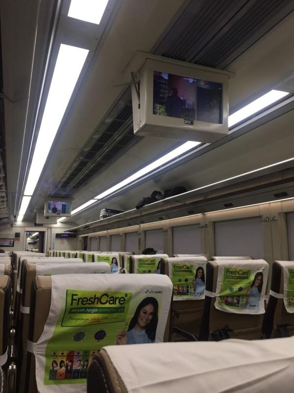 naik kereta 2 - Naik Kereta Solo - Bandung