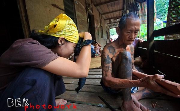 dayak, dengan kamera berkeliling Indonesia