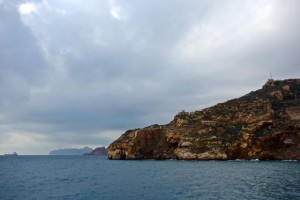 Fortified hills at the mouth of the bay