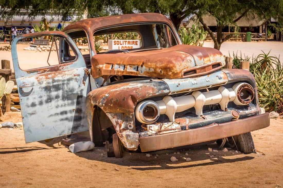 Carrinha Ford enferrujada em Solitaire, Namíbia