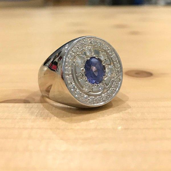 chevalière-or-blanc-diamants-et-saphir