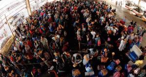 """Al menos 3 muertos y más de 450 mil afectados por tifón """"Nock-Ten"""" en Filipinas"""