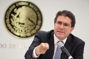 Ríos Piter renuncia al PRD