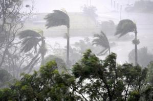Toca tierra el ciclón Debbie en Australia, comienza el recuento de los daños