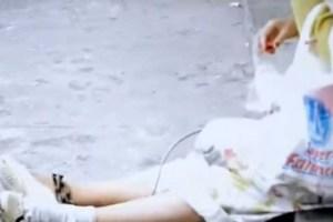 (VÍDEO) Anciana con cadenas en pies y manos es encontrada en la calle