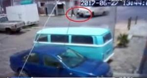 Ruta 76 le destroza las piernas a una mujer que cruzaba la calle