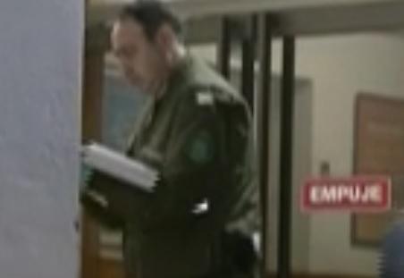 Hombre escapa usando un calabozo en una comisaría