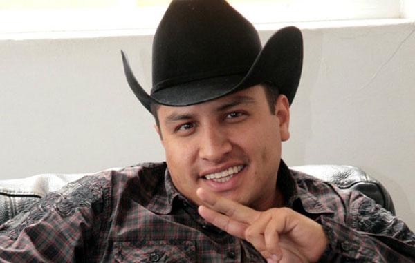 Julión Álvarez empieza a cancelar conciertos en Estados Unidos