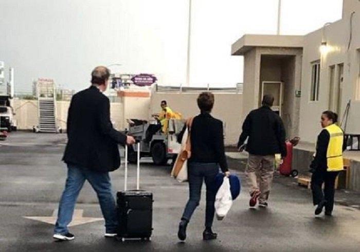 Se la brincan: Fox y su esposa burlan Aduana en Aeropuerto del Bajío