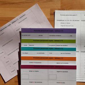 Pronoms personnels sujets Montessori ; manipulation étiquettes grammaire conjugaison Montessori
