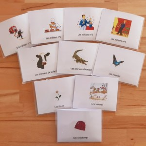 Lecture de devinettes ; lecture de la phrase Montessori