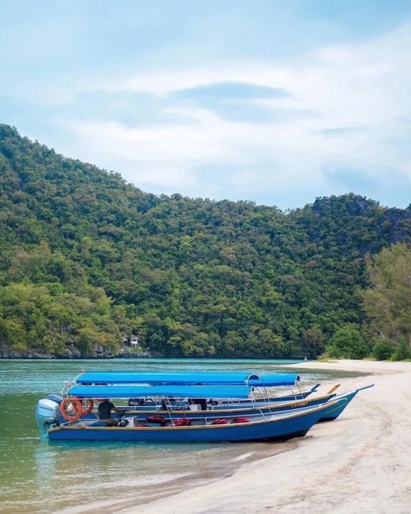 Langkawi-mangrove-tour-private beach