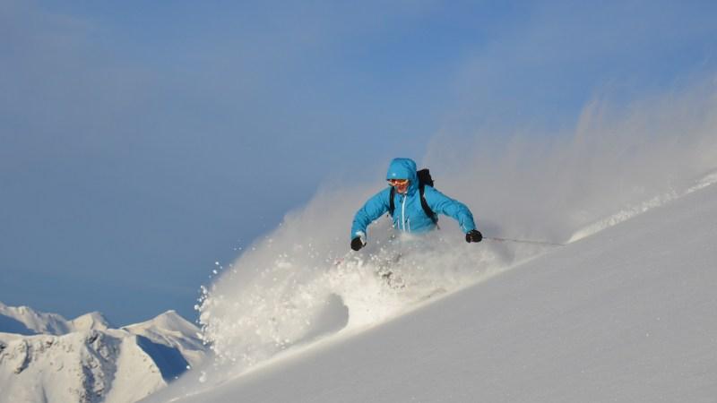 Powderabfahrt mit Skitourenski