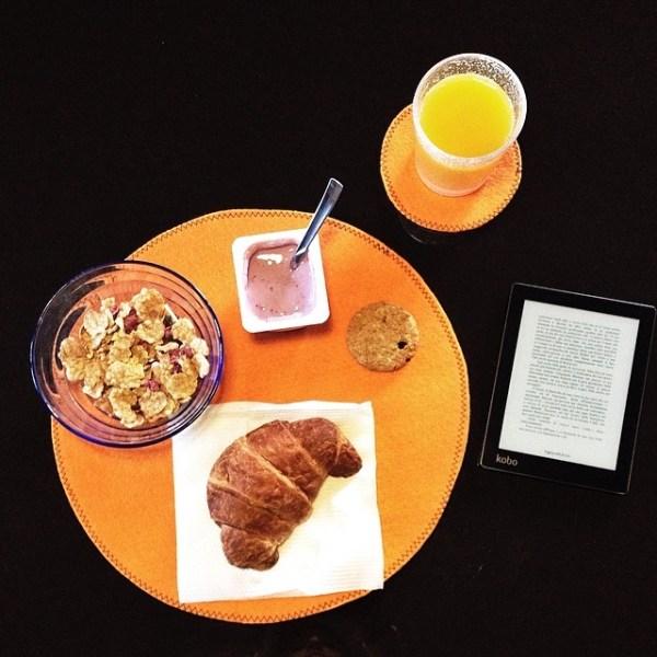 Per affrontare una lunga giornata ci vuole la giusta carica... e Thomas Hardy! #goodmorning #colazioneletteraria