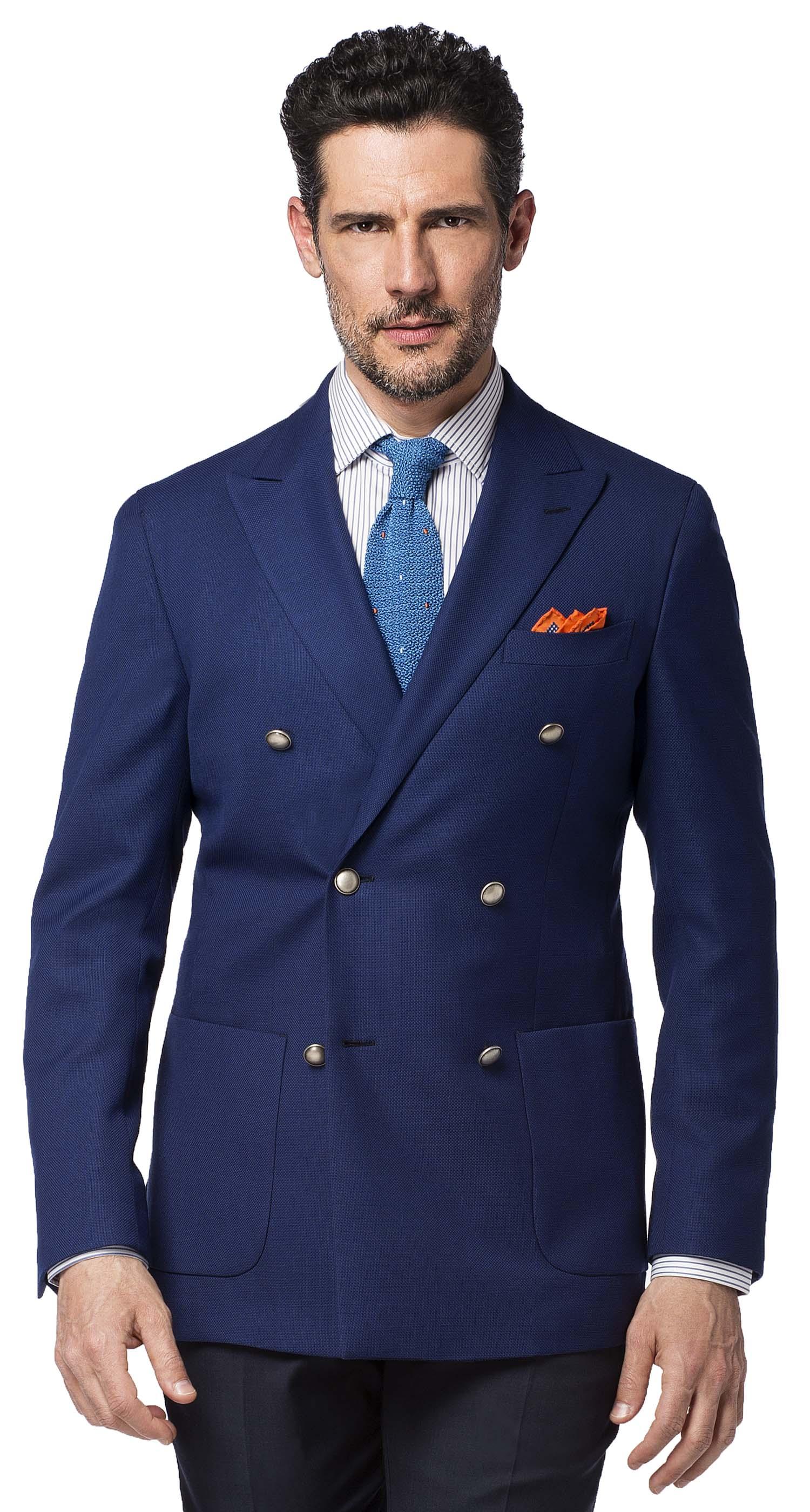 pantaloni marroni e giacca blu