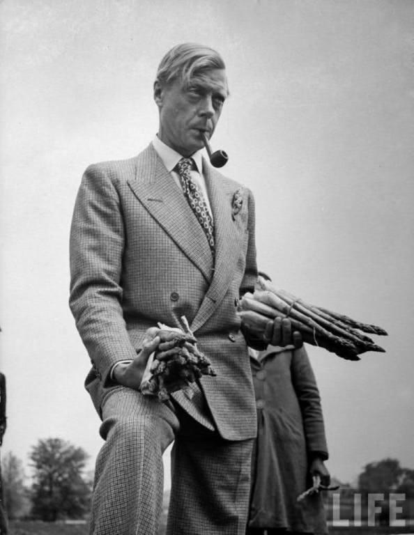 Il Duca di Windsor indossa un doppiopetto 4x2.