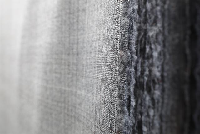 Vista ravvicinata di fibre e trama di un tessuto