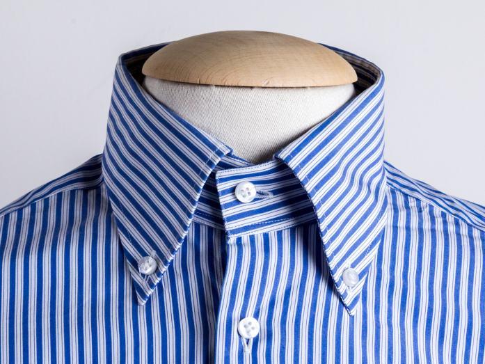 Col de chemise : le boutonné ou américain (polo) long