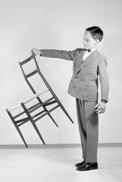 Pubblicità della sedia Superleggera