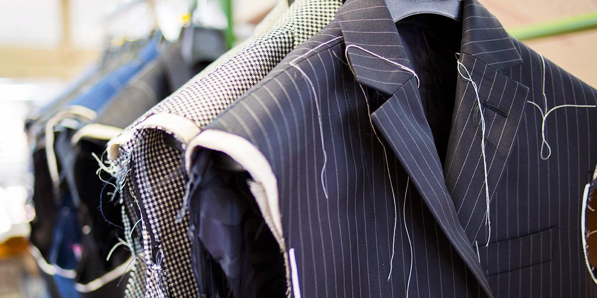 Quanto costa un abito su misura  Scopri qual è giusto rapporto ... 42670eeffb3