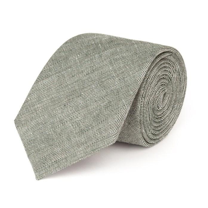 dettaglio cravatta verde in lino Lanieri