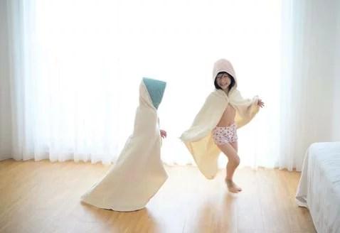 多用途寶寶成長浴巾,圍裙、浴巾、嬰兒包巾、兒童浴袍,四大功能一次滿足。